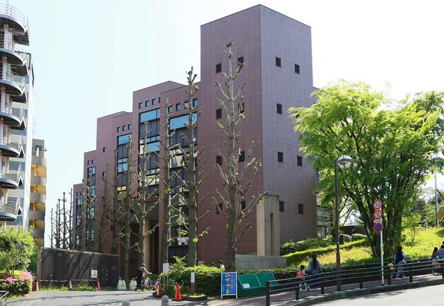 横浜市中央図書館 image