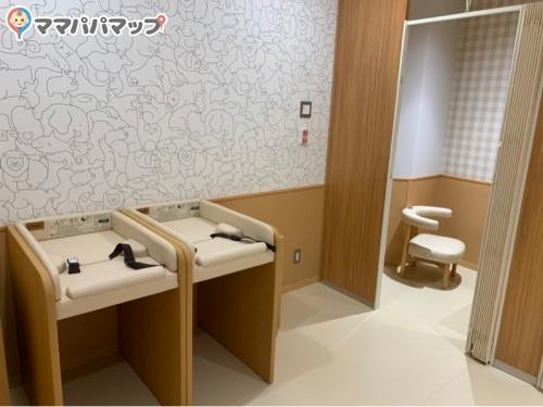 福岡空港 第3ターミナルビル(2F搭乗待合室内 (5番前・4番前))