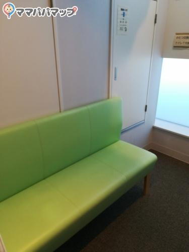 生駒市 生駒駅前図書室(ベルテラスの5階)