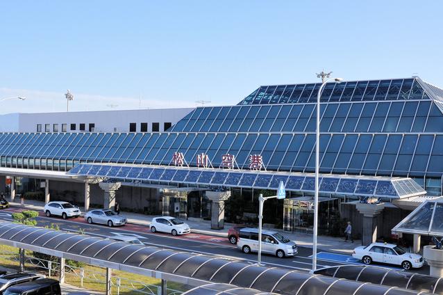 松山空港 image
